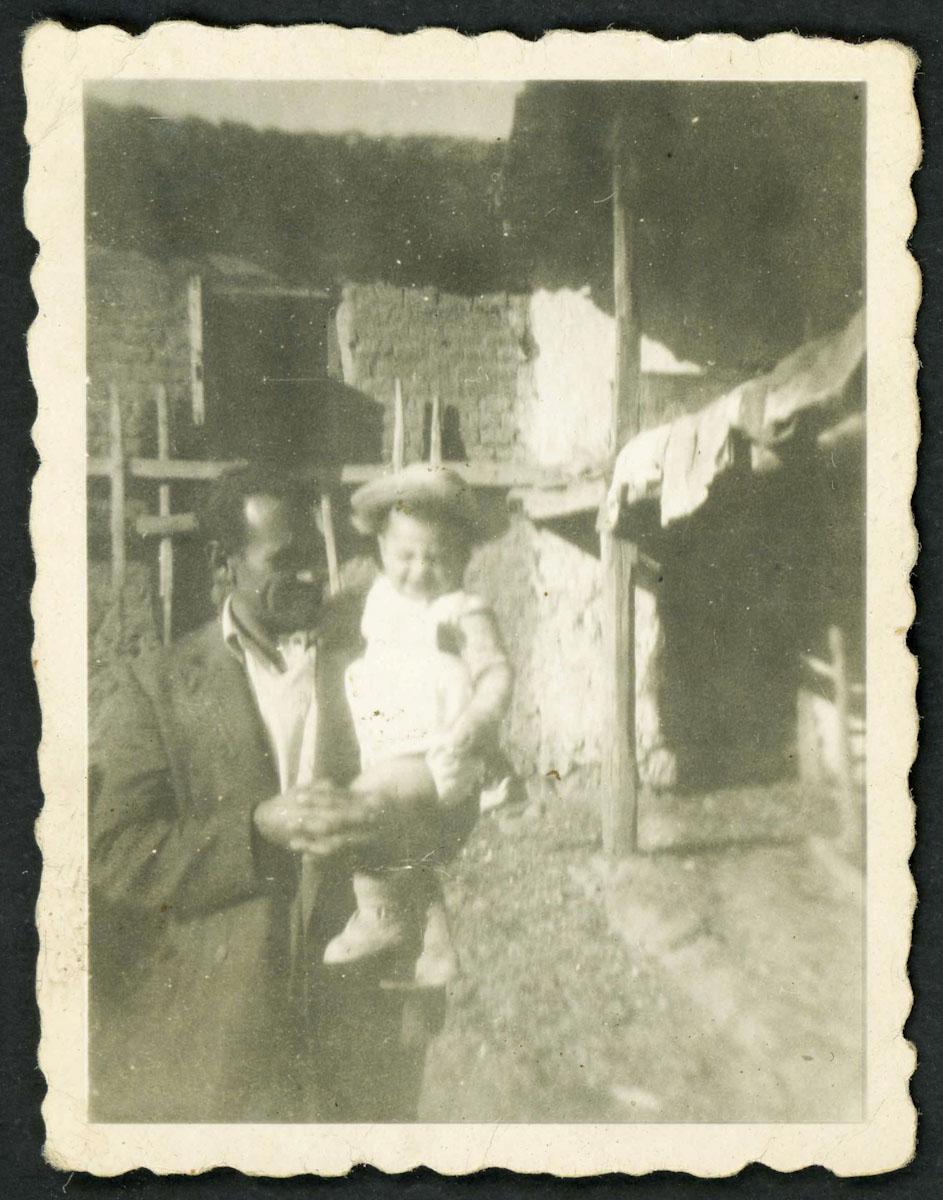 Bruno con su hijo Carlos en Barrio de Nuestra Señora
