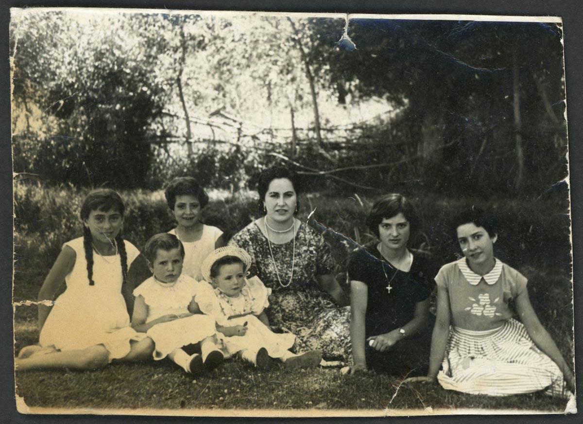 Retrato de grupo en el soto de Barrio de Nuestra Señora