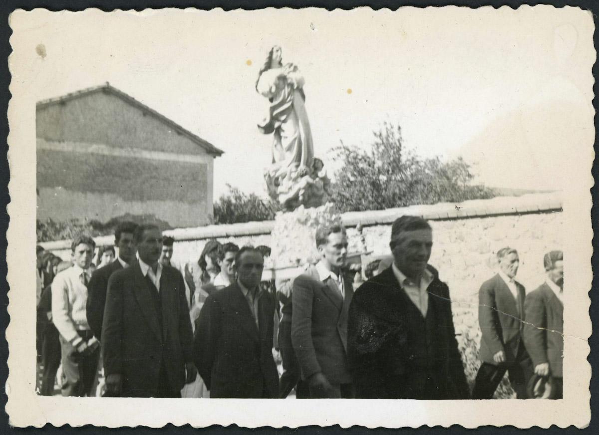 Procesión en la calle Real de Lugán