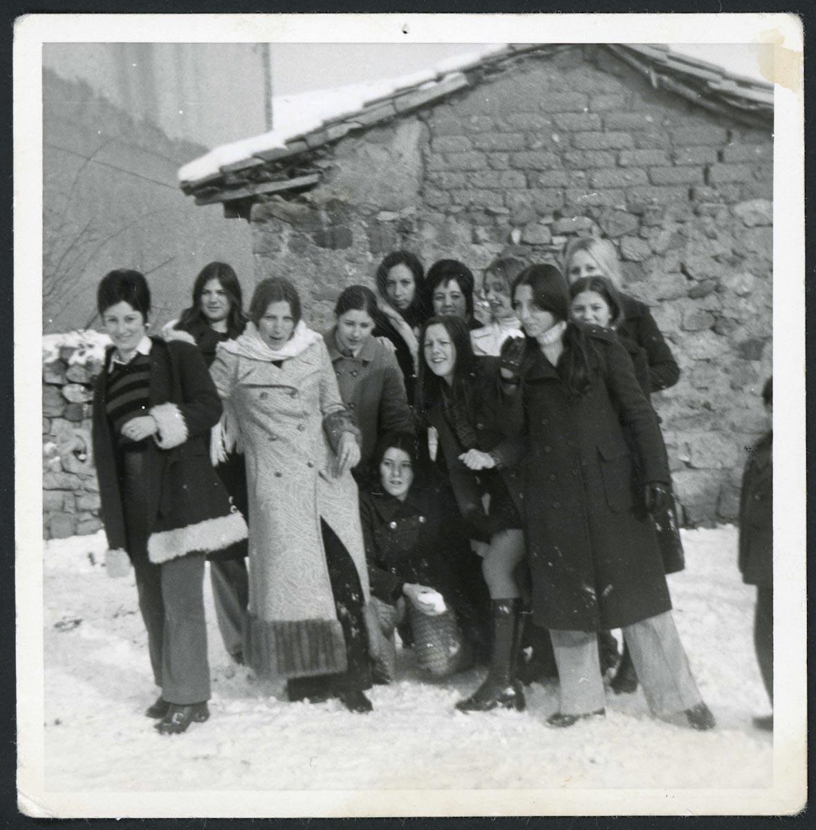 Varias chicas de Lugán durante unas navidades