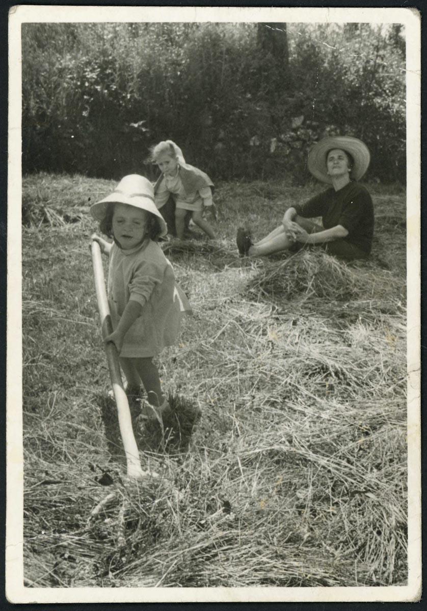 Teresa Viejo y sus nietas Lucía y Loreto
