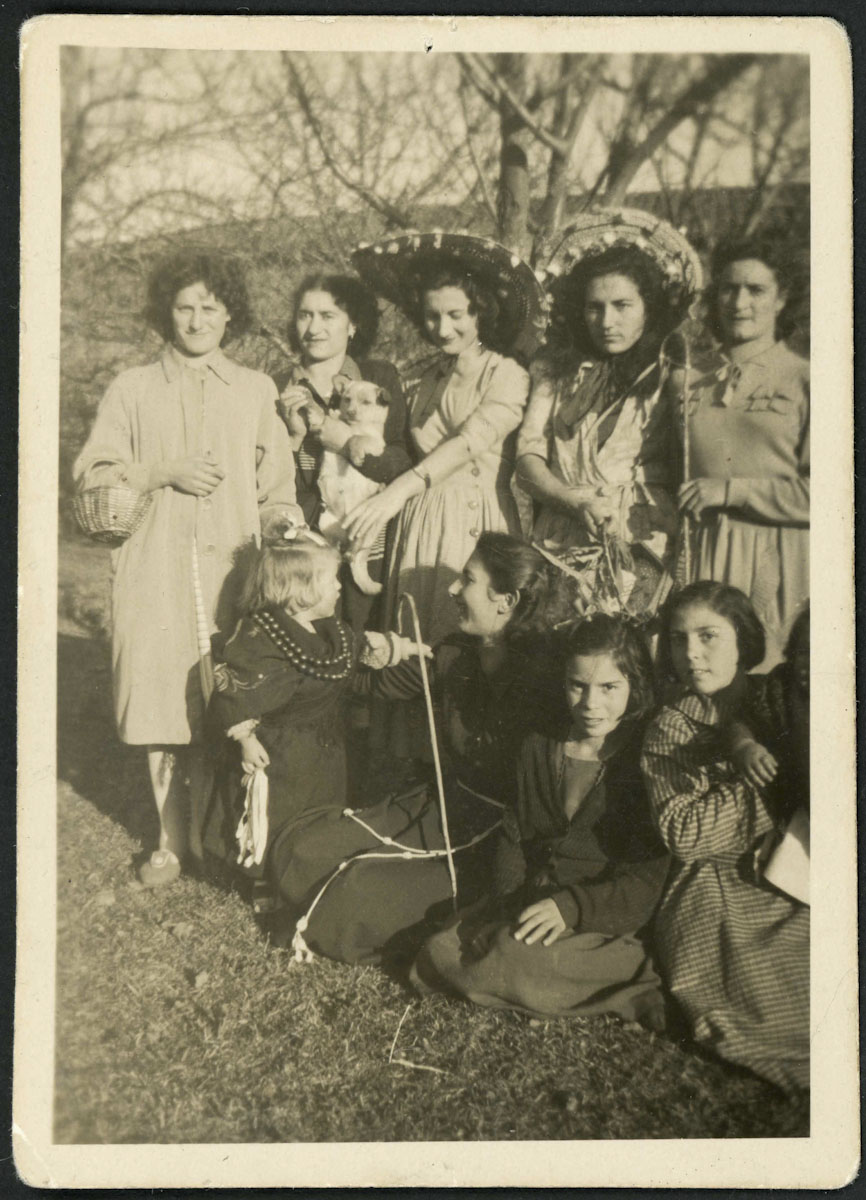 Retrato de grupo el día de la representación de los Villancicos en Lugán