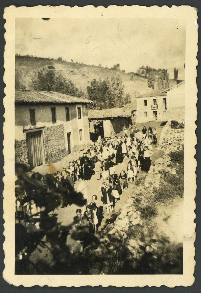 Procesión de las misiones en la calle Real de Lugán