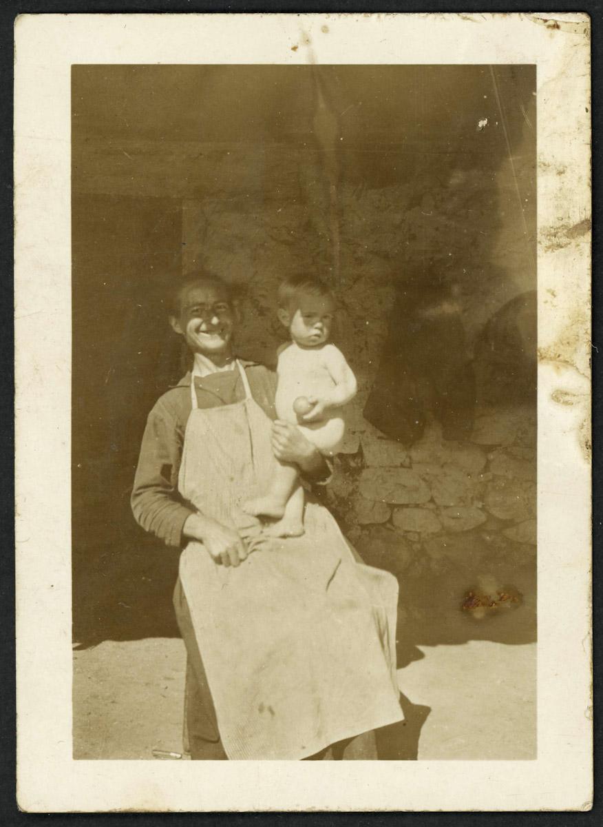 Retrato de Carmen con su hijo Odonel Fernández