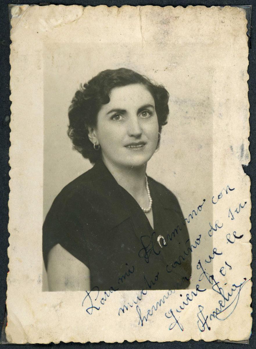 Retrato de Amelia Llamazares dedicado a su hermano Antonio