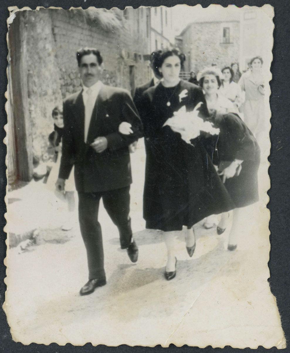 Amelia Llamazares de camino a la iglesia el día de su boda
