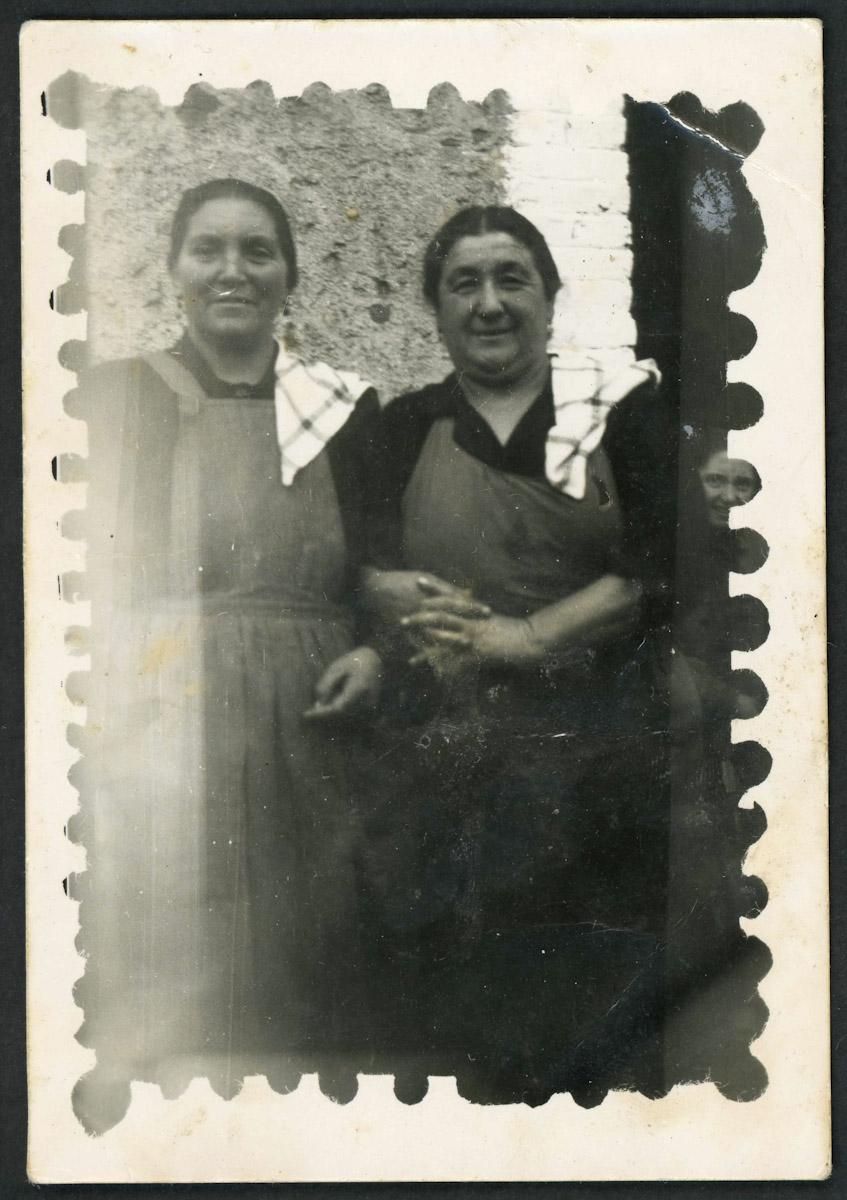 Luz López y Pilar vestidas de cocineras para una boda en Lugán