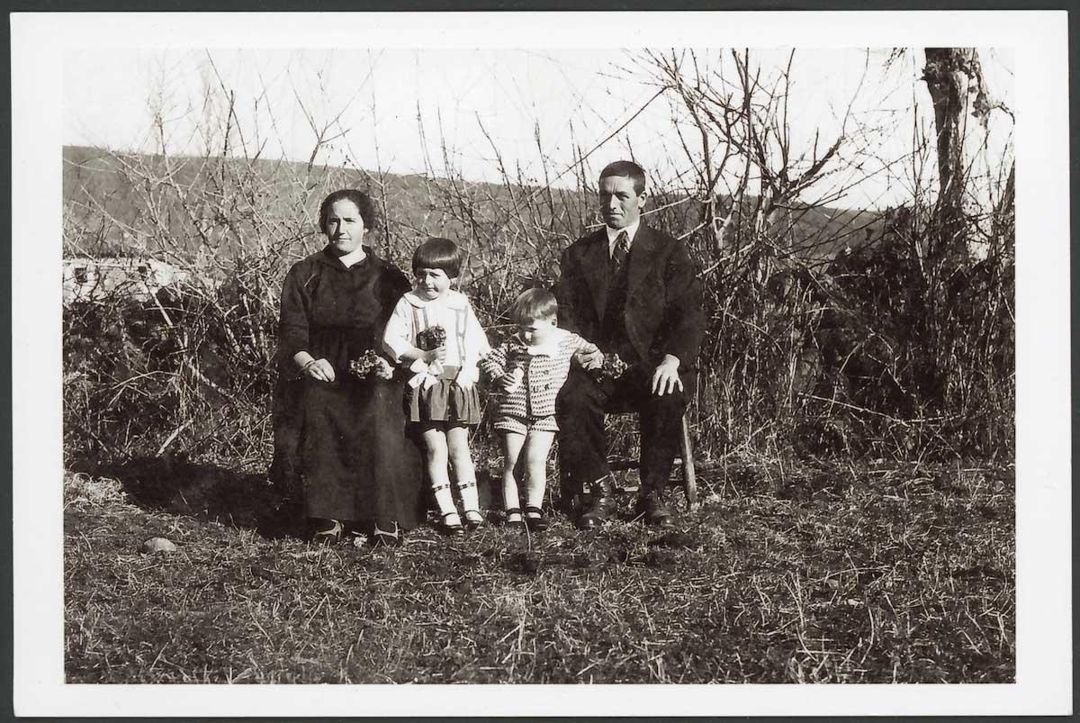 Retrato de familia de Inocencia Robles y Próspero Campillo