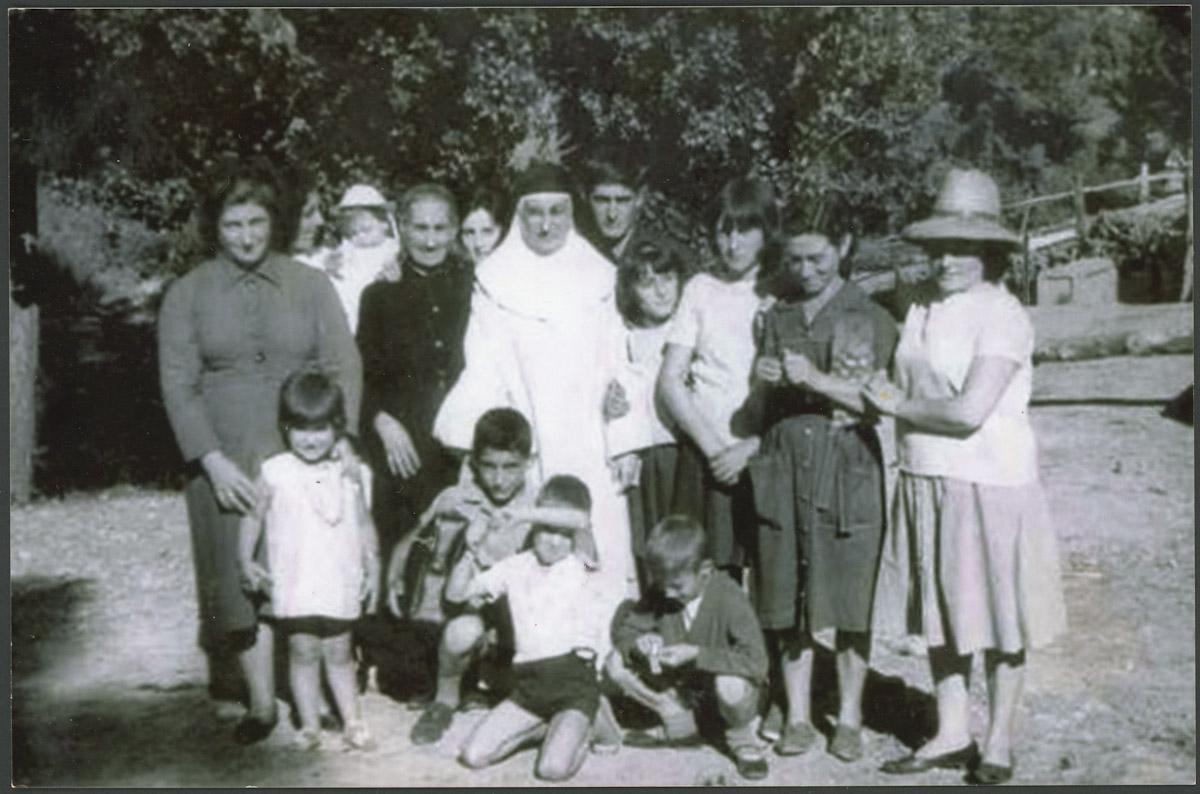 Retrato de grupo junto al puente de Lugán