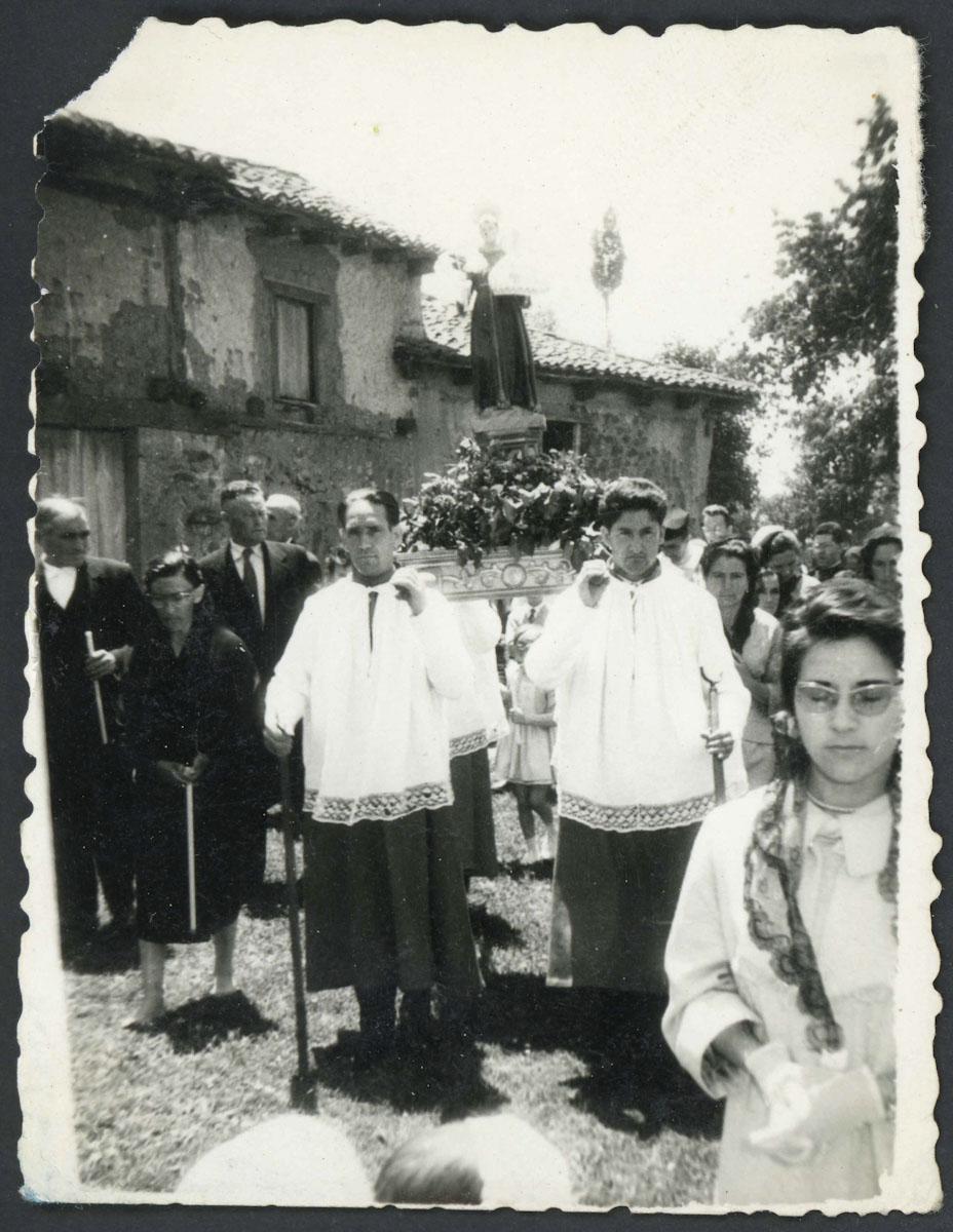 Procesión en la fiesta de San Antonio en Lugán
