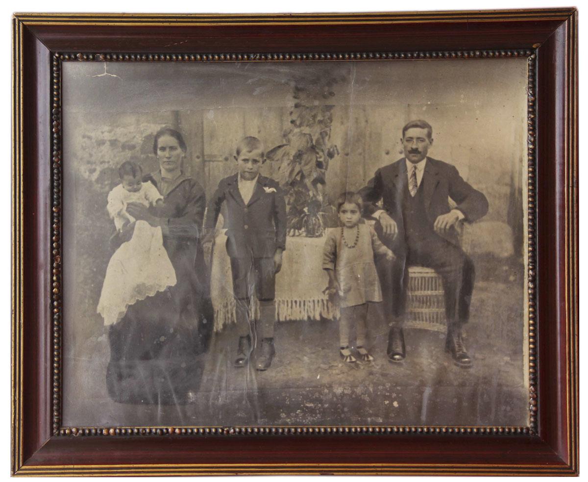 Retrato de la familia de Argimira Díez y Aristeo Escapa