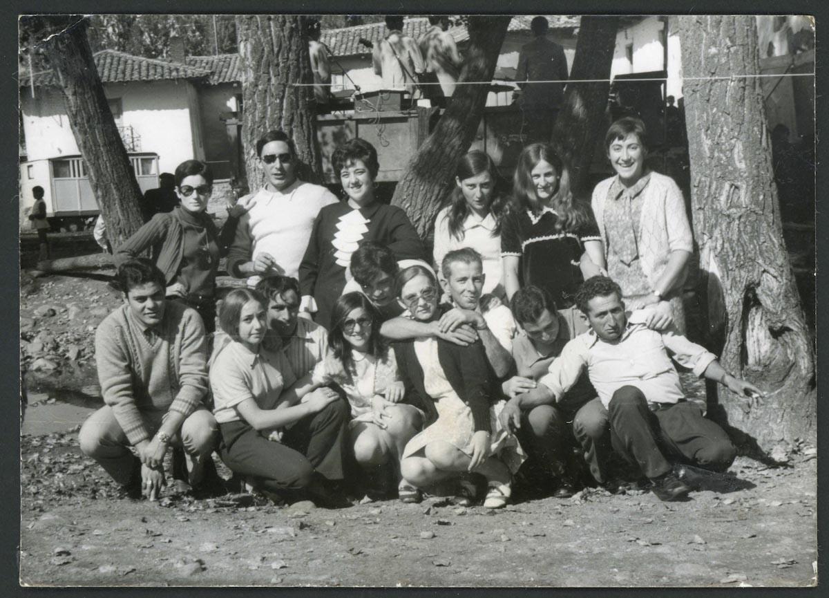 Jóvenes de Lugán en una fiesta