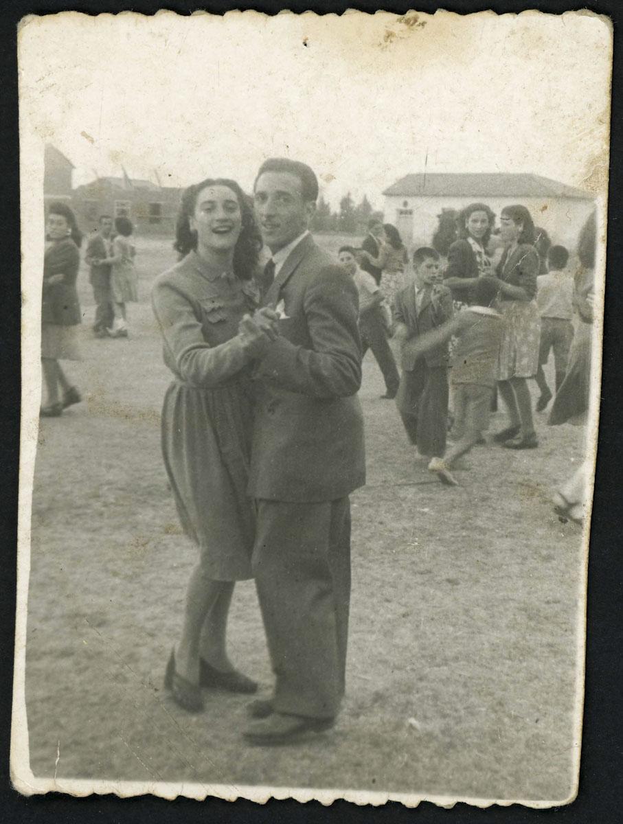 Basia y Herminio Díez bailando en las fiestas del Rosario de Lugán