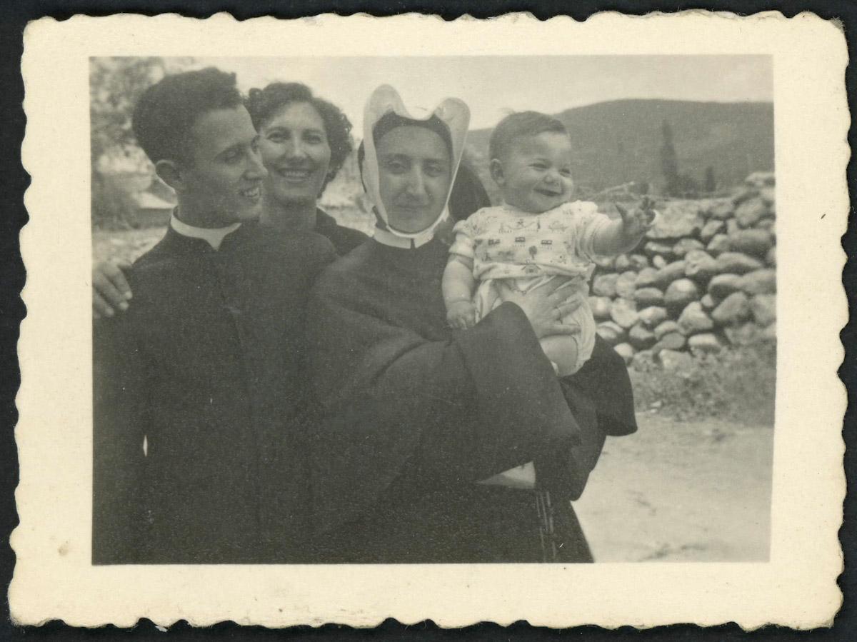 Retrato familiar el día del Cantamisas de Adolfo Gutiérrez Viejo en Lugán