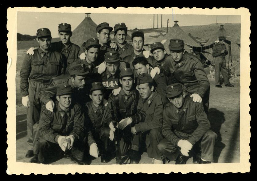 Andrés Martín y compañeros del servcio militar en Prado del Rey en Madrid