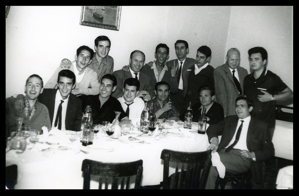 Andrés Martín y amigos cenando en el Restaurante Las Cabañas