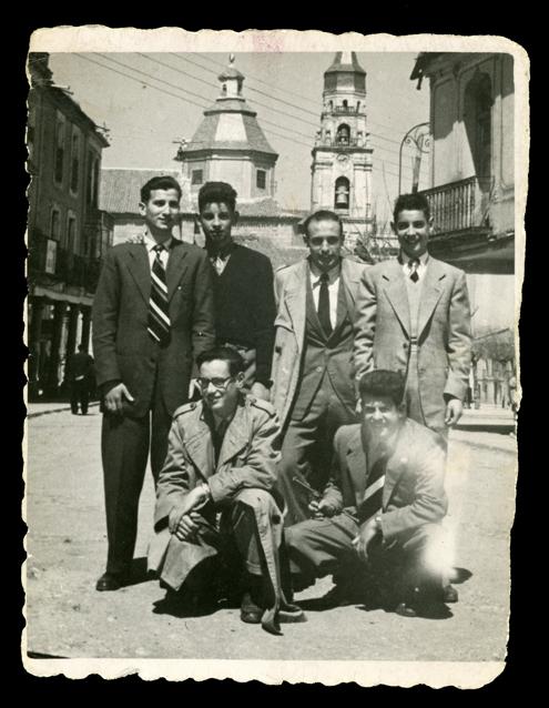 Andrés Martín y los amigos en la plaza de Peñaranda de Bracamonte