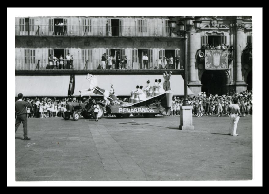 Carroza de Peñaranda de Bracamonte en la Plaza Mayor de Salamanca