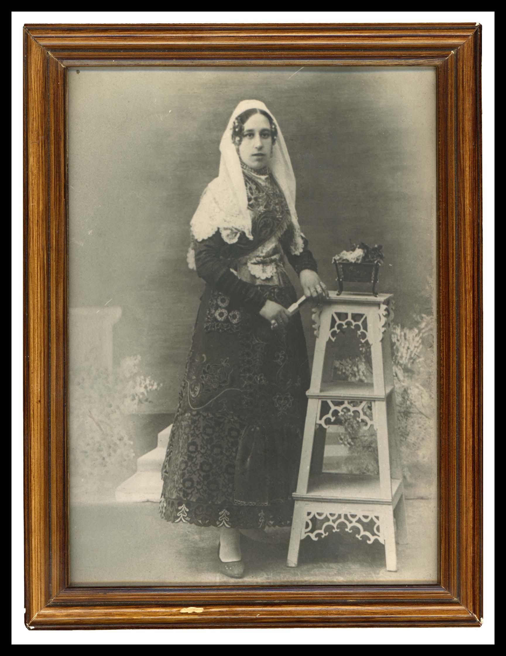 Foto de estudio de Francisca Álvarez vestida de charra