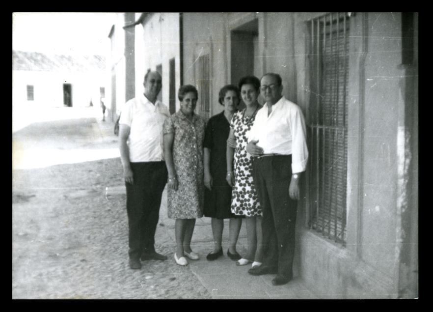 Eulalia Hernández Álvarez con sus hermanos y cuñadas en Peñaranda de Bracamonte