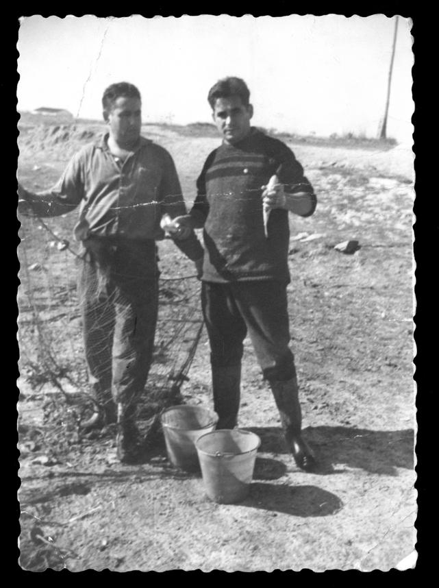 Antonio Sánchez pescando en la charca de El Reguero