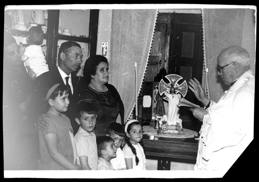 Ceremonia de entronización del Sagrado Corazón de Jesús en la casa de la familia Sánchez Zaballos
