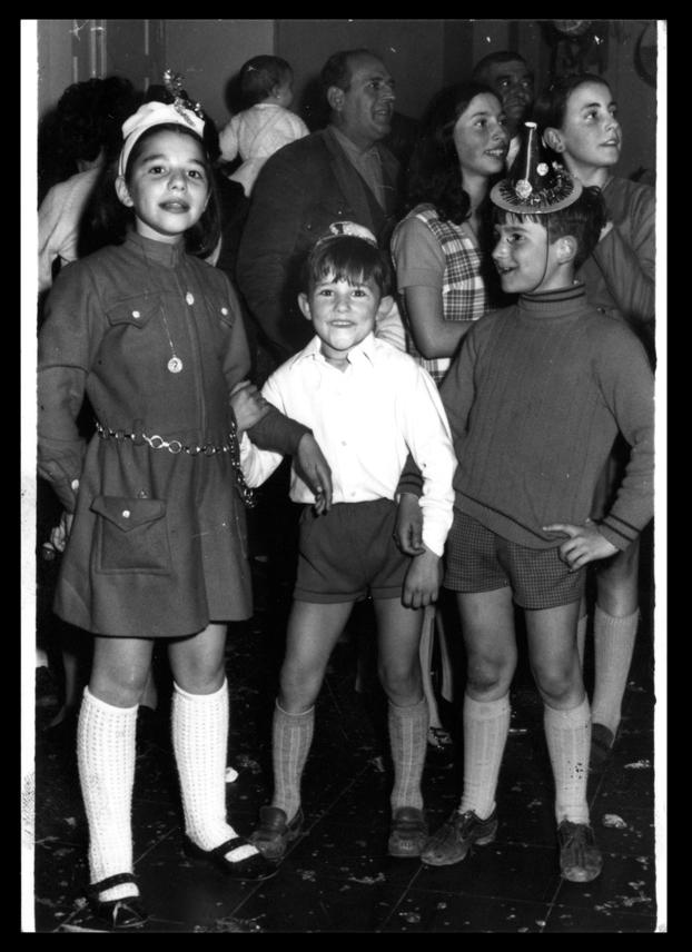Hijos de Laly García en el baile de Carnaval en Peñaranda de Bracamonte