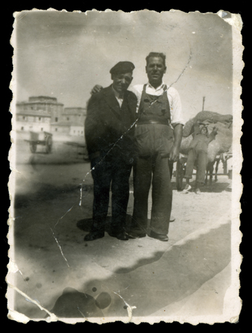 José Ramos e Isidro Blanco en una era en Peñaranda de Bracamonte
