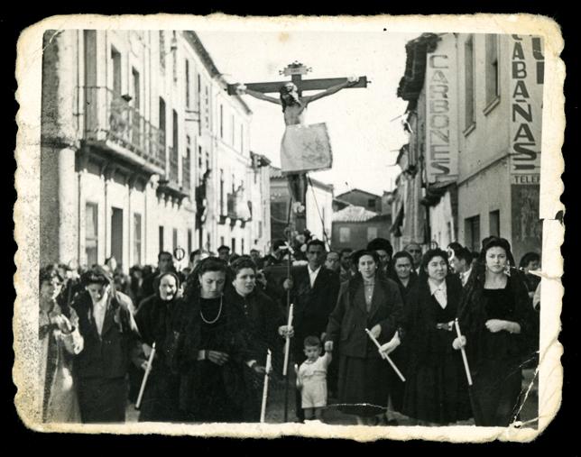 Gertrudis Ramos en la procesión del Cristo del Humilladero en Peñaranada de Bracamonte