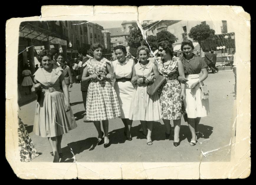 Gertru y sus amigas paseando por la plaza en Peñaranda de Bracamonte