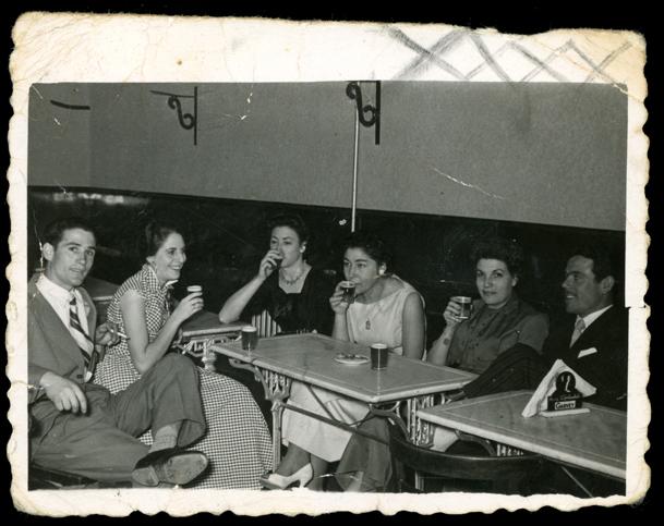 Gertru y unos amigos en el bar Olimpia en Peñaranda de Bracamonte
