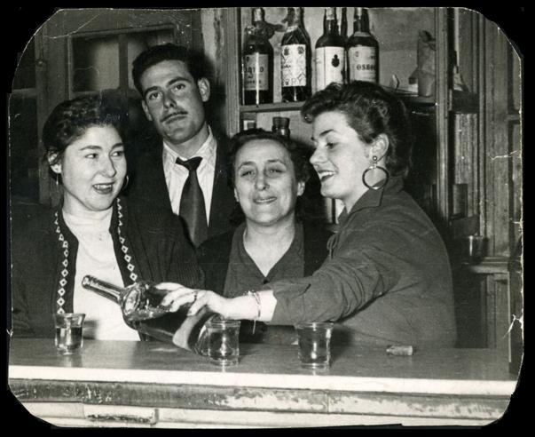 Gertrudis Ramos en el café La amistad en Peñaranda de Bracamonte