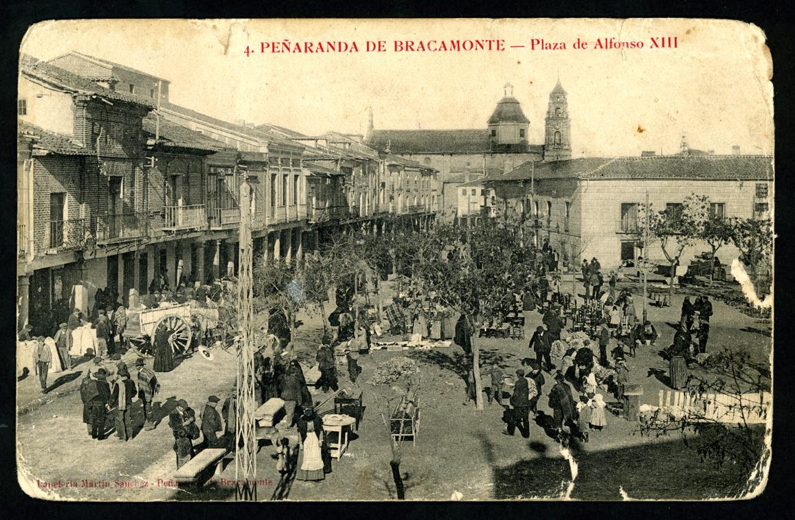 Vista de la plaza Alfonso XIII de Peñaranda de Bracamonte