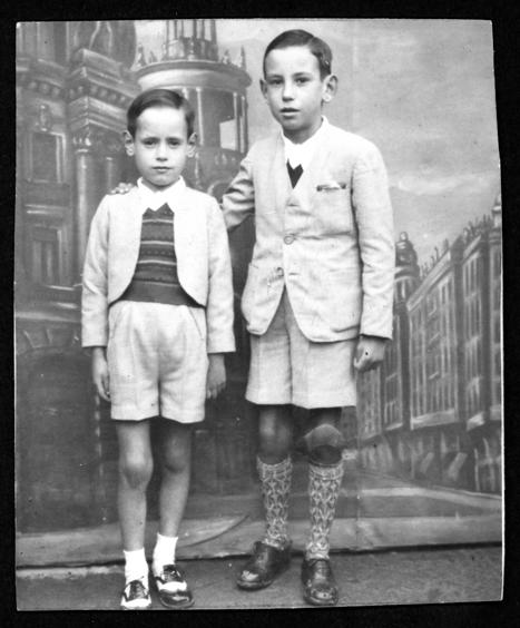 Manuel y Ramón Alonso posando para la foto en Peñaranda de Bracamonte