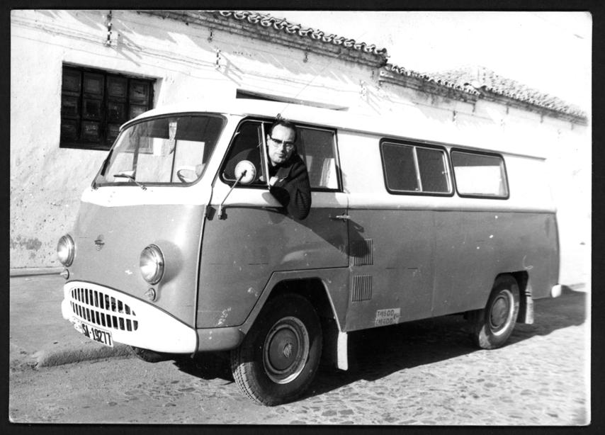 Manuel Alonso y su furgoneta