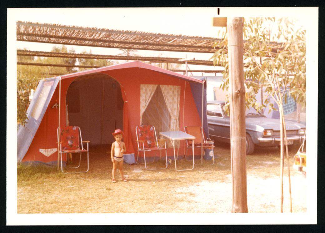 La hija de Manuel Alonso en un camping en Valencia