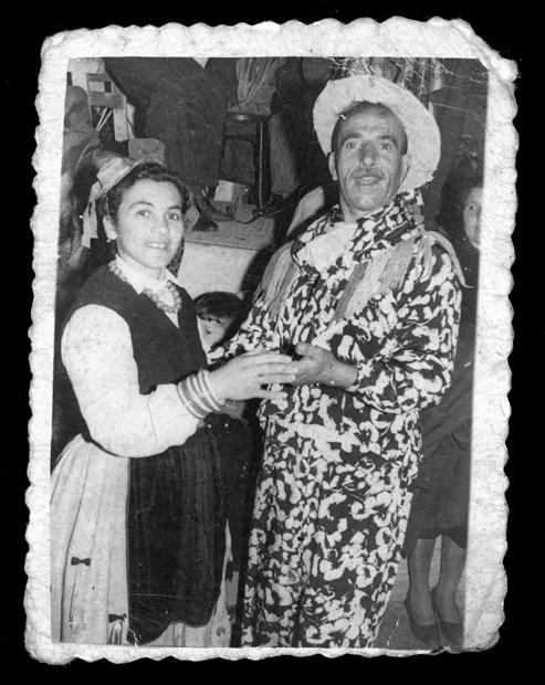 Fidel Alfayate y Petra Pérez bailando en Carnaval en  La Alhóndiga I