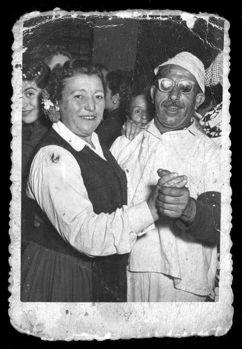 Fidel Alfayate y su esposa Ramona Martín, bailando en Carnaval en el Círculo Ganadero II
