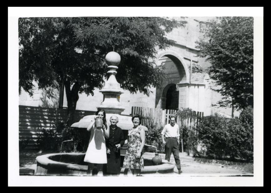 Fuente de los Cuatro Caños e Iglesia en Peñaranda de Bracamonte