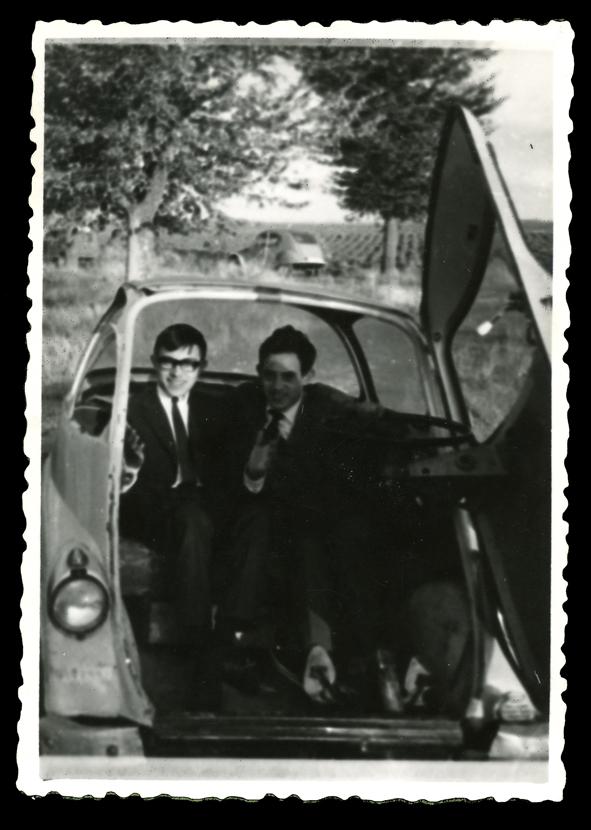 Marcelo y su amigo Enrique en el coche en Peñaranda de Bracamonte