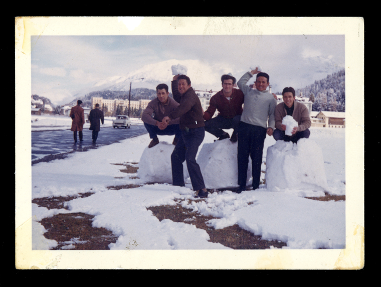 Marcelino Sáez y sus compañeros de trabajo disfrutando de la nieve en Saint Moritz en Suiza