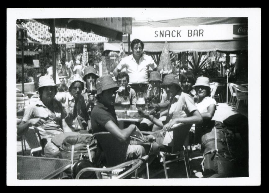 Nicomedes Salinero y amigos de vacaciones en Torremolinos
