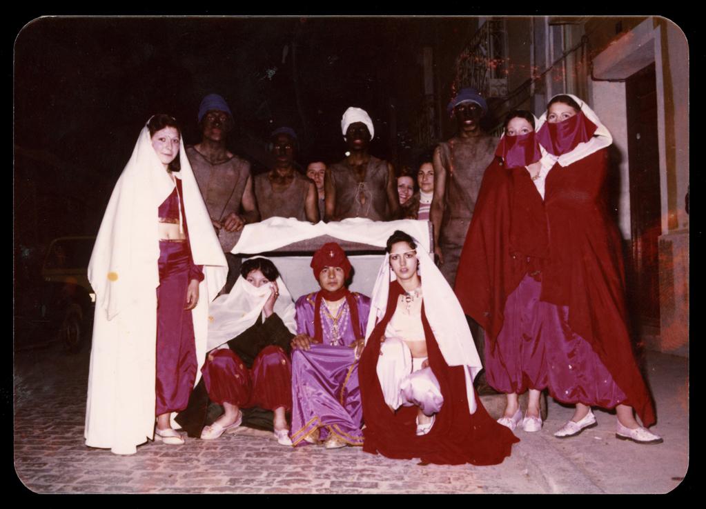 Nicomedes Salinero y amigos disfrazados de moros en Carnaval en Peñaranda de Bracamonte