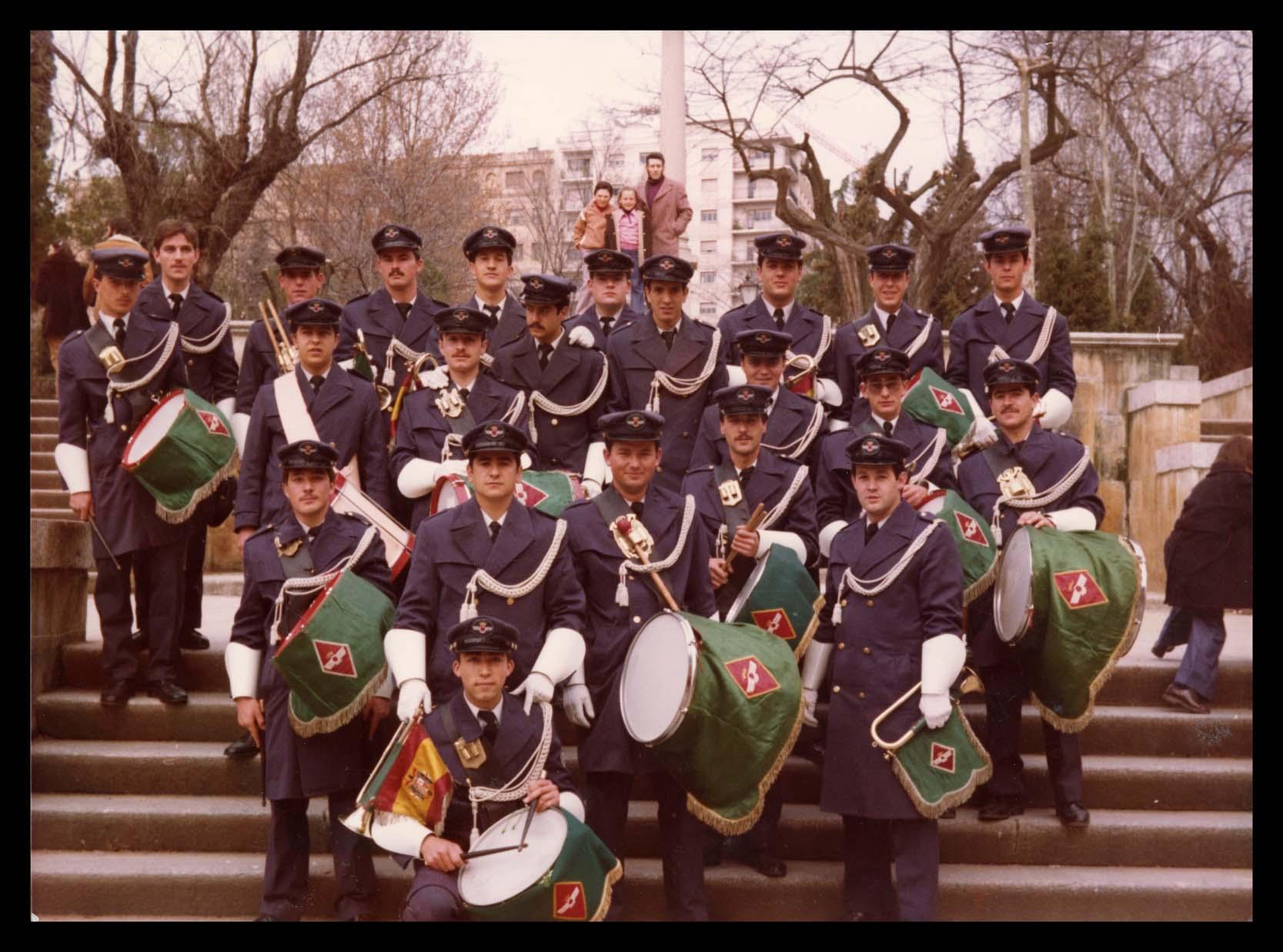 Nicomedes Salinero con la banda de cornetas y tambores de Matacán en el Campo de San Francisco en Salamanca