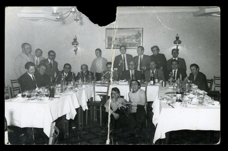 Empleados de banca comiendo en la festividad de San Carlos Borromeo en Peñaranda de Bracamonte