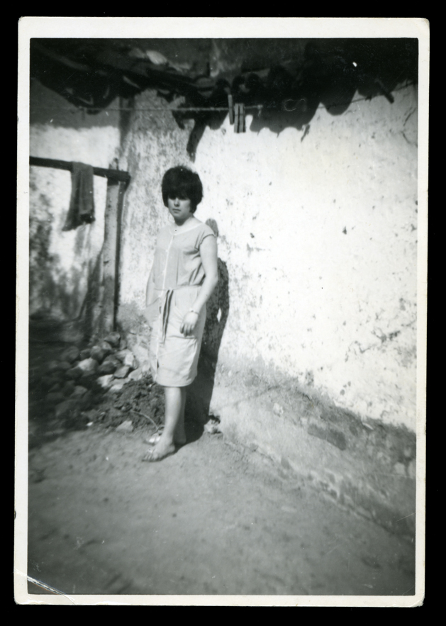 Ramona Ávila en el patio de su casa en Peñaranda de Bracamonte