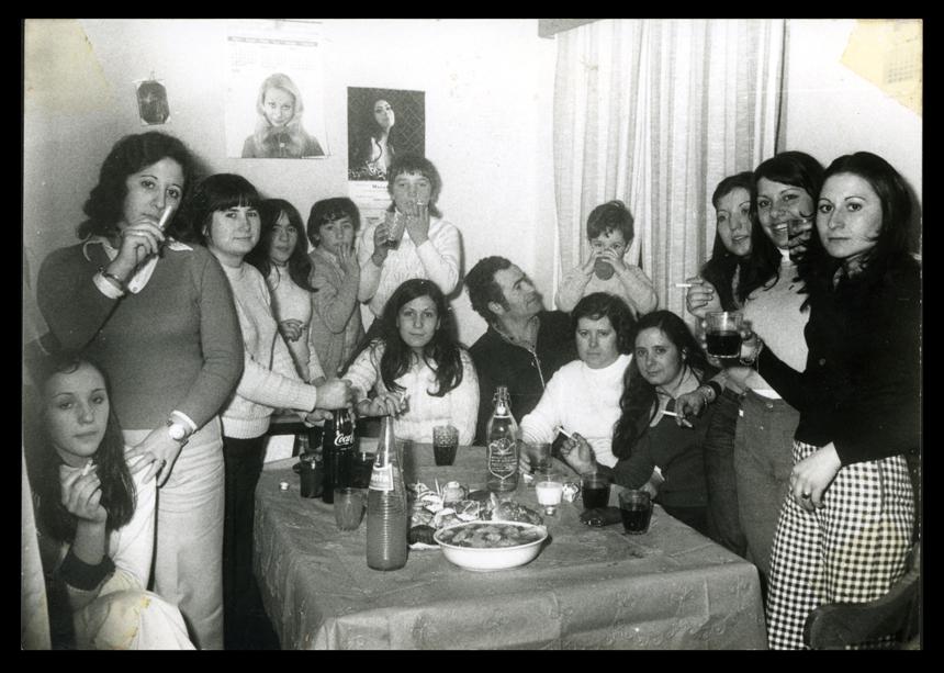 Ramona Ávila y las chicas de su taller de costura en la festividad de Santa Lucía en Peñaranda de Bracamonte