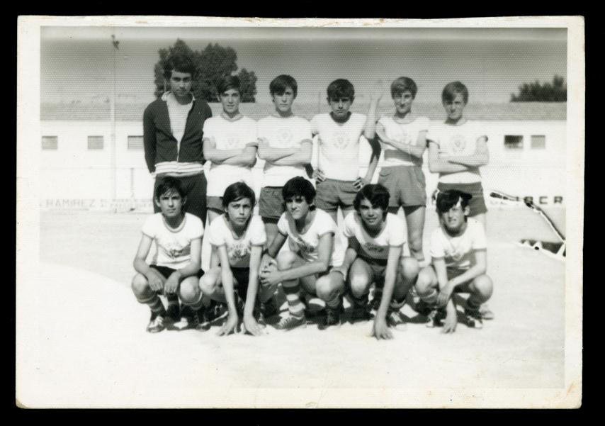 Ángel Sánchez y compañeros de clase en el equipo de fútbol del colegio Los Trinitarios de Alcázar de San Juan