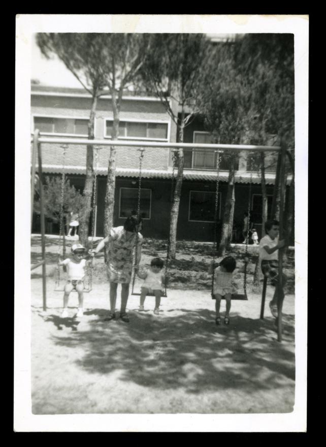 Isabel Rodríguez e hijos jugando en Tordesillas