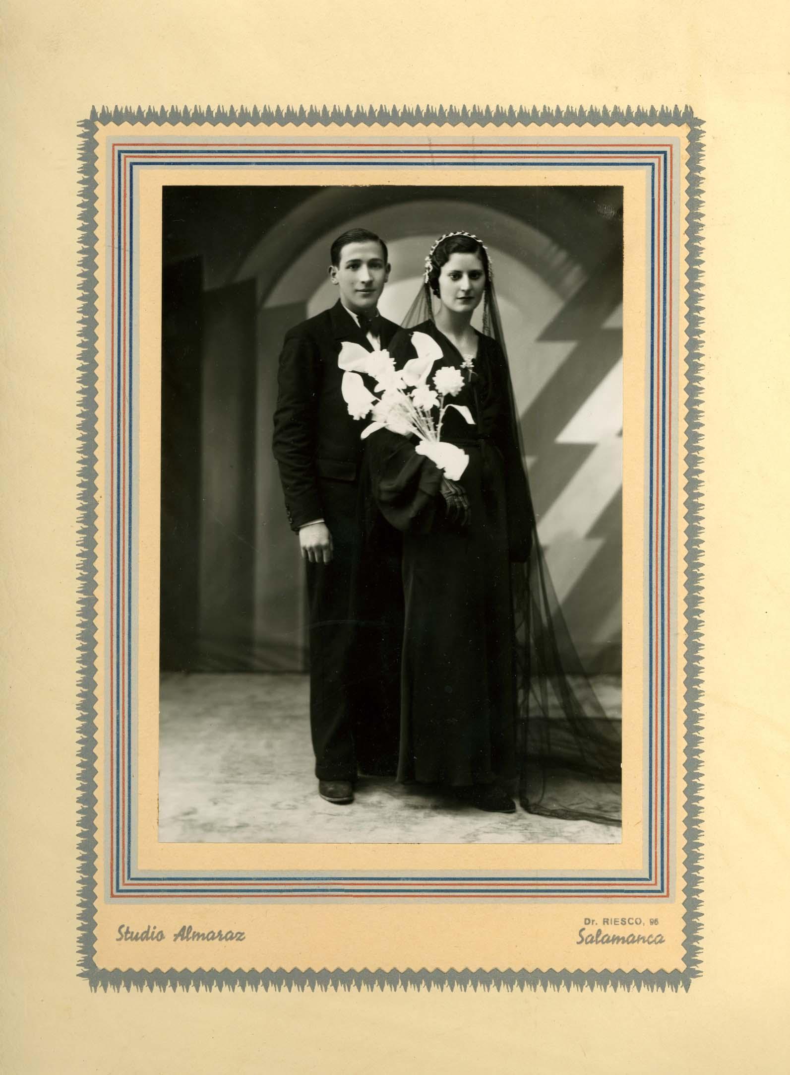 Fotografía de estudio de la boda de Gerardo Martín Mulas y Daría Muñoz Martín